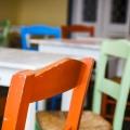bunte Stühle (Fira)
