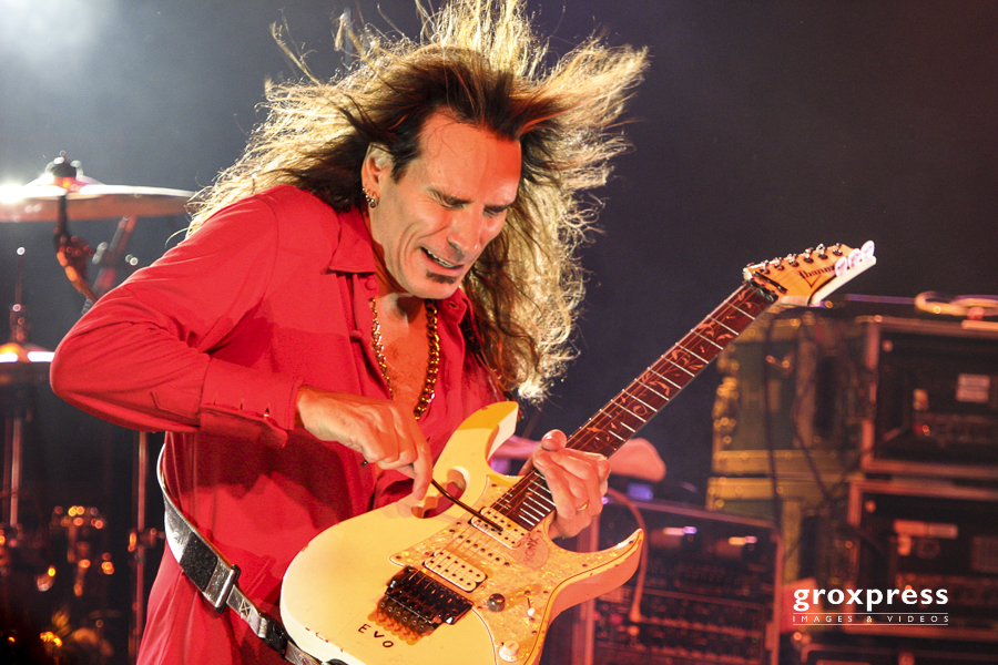 STEVE VAI & THE BREED Real Illusions Tour 2005: 