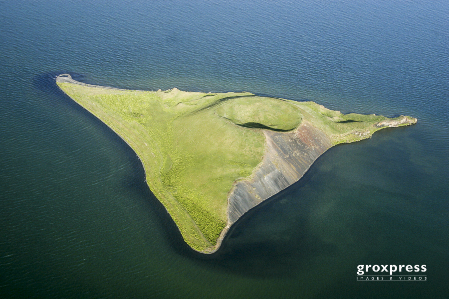 Insel mit Pseudokrater im Myvatn
