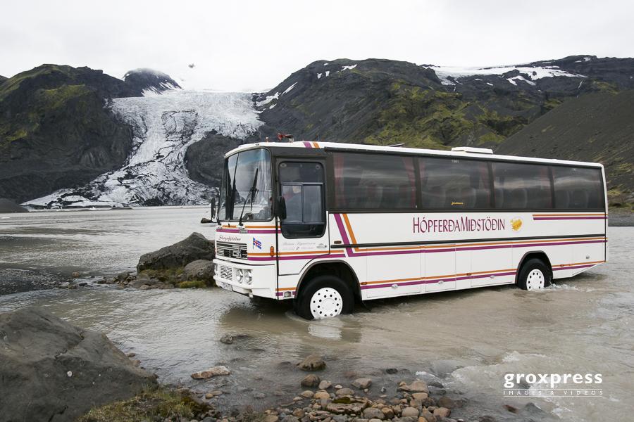 Furten mit dem Bus in der Thorsmoerk