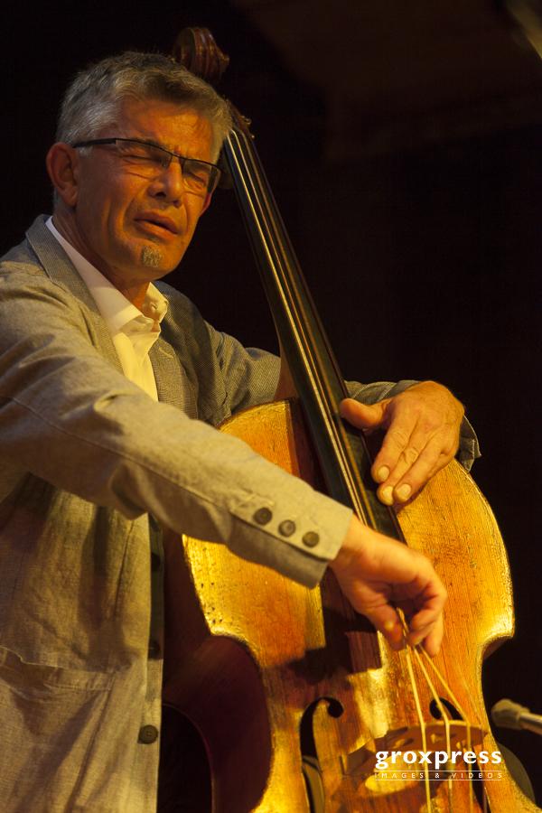 Kaleidophon 2010: KIHNOUA - Wilbert de Joode (bass); Jazzatelier