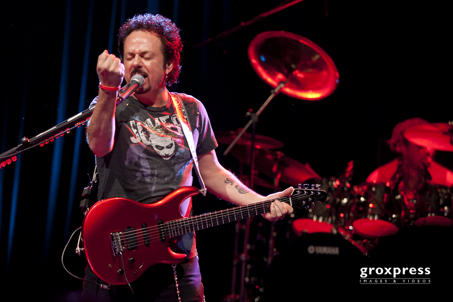 """All's well that ends well Tour"" - Steve Lukather (guitars, voca"