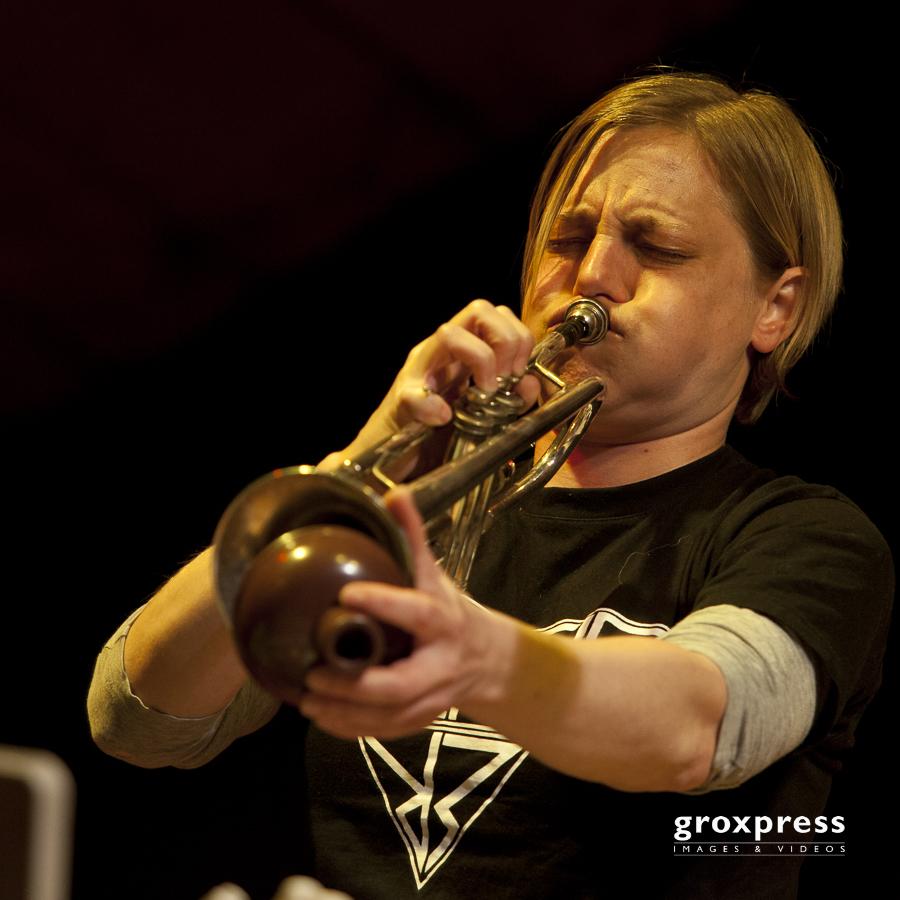 Kaleidophon 2011: Thesaus VS. - Liz Allbee (Trompete, Elektronik